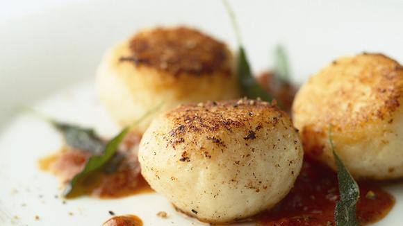Kartoffel-Ricotta-Knödel mit Tomaten-Salbei-Butter