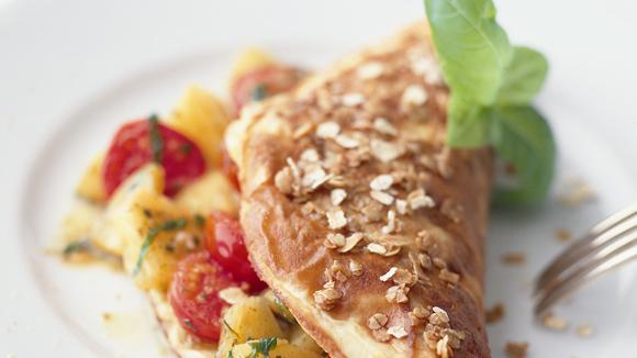 Haferflocken-Omelette mit Tomaten-Ananasfüllung