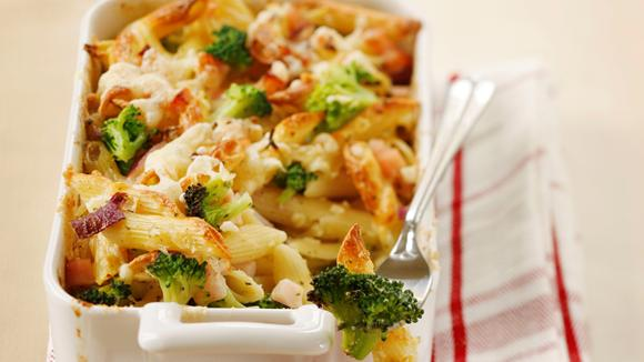 Nudel-Gratin mit Broccoli und Trutenschinken
