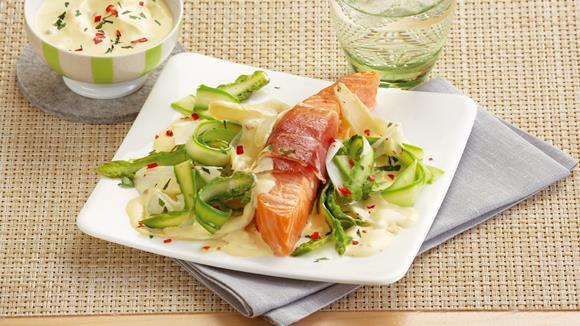Spargeludeln with salmon and chili hollandaise recipe