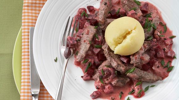Rindfleisch-Geschnetzeltes mit Schmand und Rote Bete Rezept