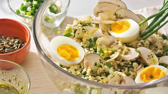 Reissalat mit Eiern und Champignons