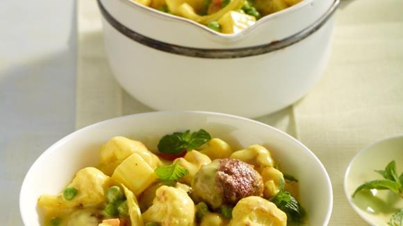 Hackbällchen in Currysauce mit Kartoffeln und Blumenkohl Rezept