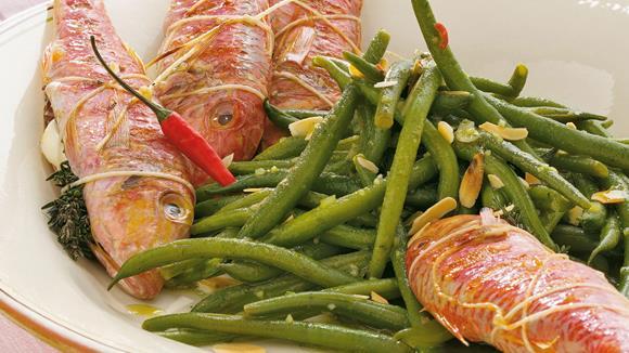 Gegrillte Rotbarben mit scharfen Bohnen