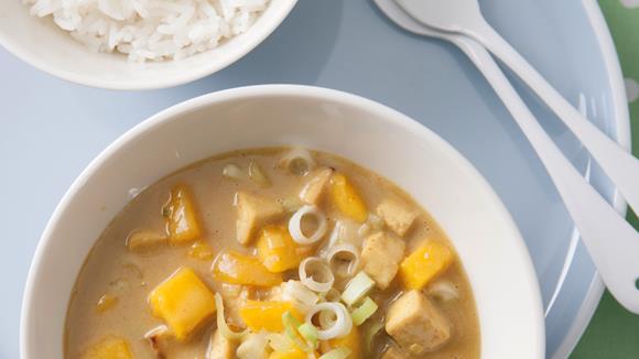 Tofu-Curry mit Erdnusscreme und Mango Rezept