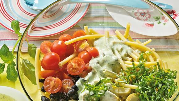 Nudelsalat mit Basilikum-Joghurt-Sauce