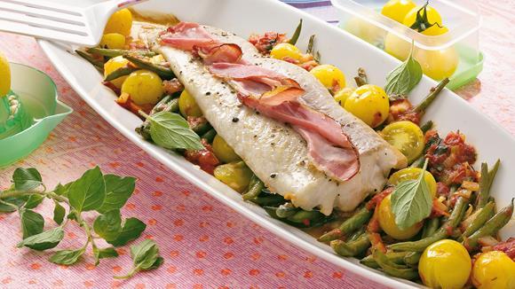 Fischfilet auf Oregano-Tomaten-Gemüse