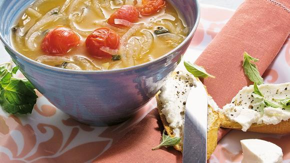 Tomaten-Zwiebelsuppe mit Oregano