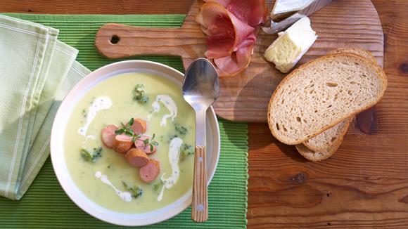 Blumenkohl-Brokkolisuppe mit Würstchen Rezept