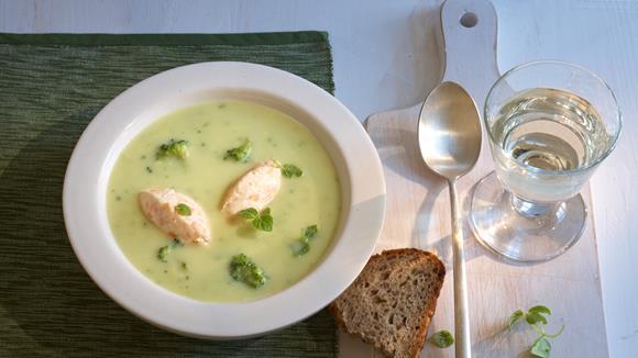 Blumenkohl-Broccoli-Suppe mit Lachsnocken Rezept