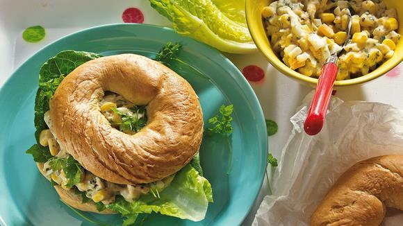 Knusprige Bagels mit Mais-Salat Rezept