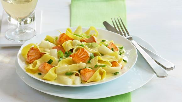 pasta mit spargel und lachs rezept knorr. Black Bedroom Furniture Sets. Home Design Ideas