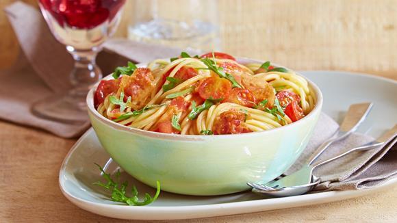 Spaghetti mit Rucola-Tomaten-Sauce und Pancetta Rezept