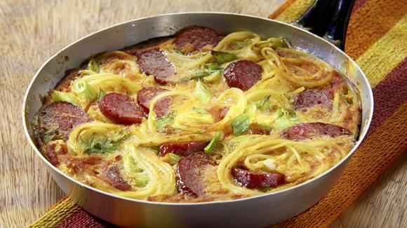 Nudel-Wurst-Omelett