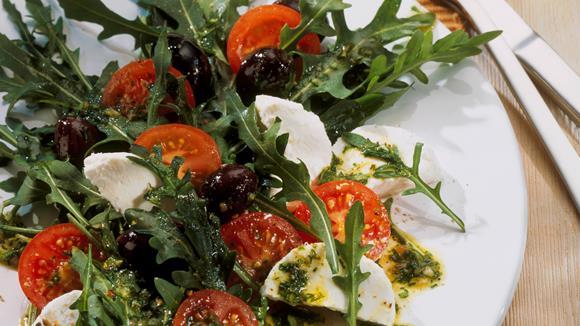 Rucola-Tomaten-Salat mit Ziegenkäse