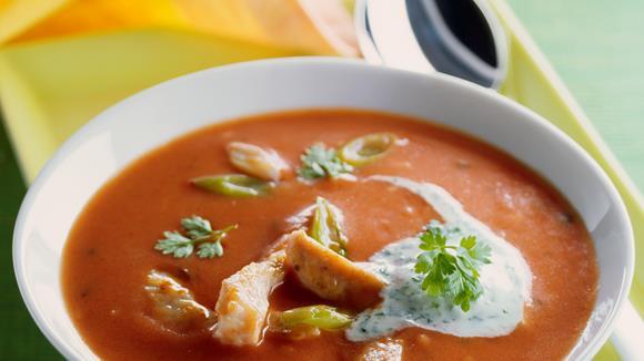 Tomaten-Kokos-Suppe mit Huhn