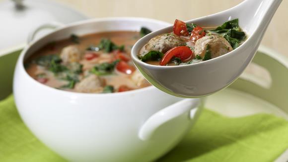 Tomaten-Spinat-Suppe mit Brätklösschen