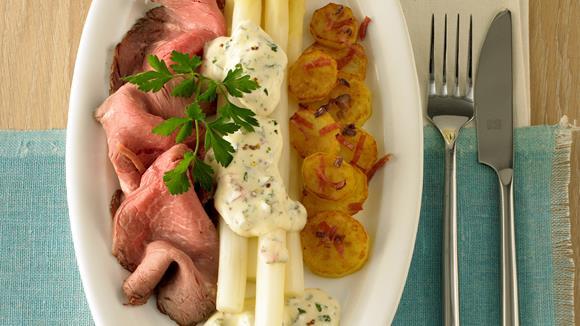 Spargel mit Roastbeef und Kräuter-Joghurt-Hollandaise Rezept
