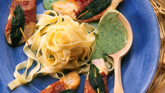 Hähnchenbrust Saltimbocca mit Petersilien-Sauce