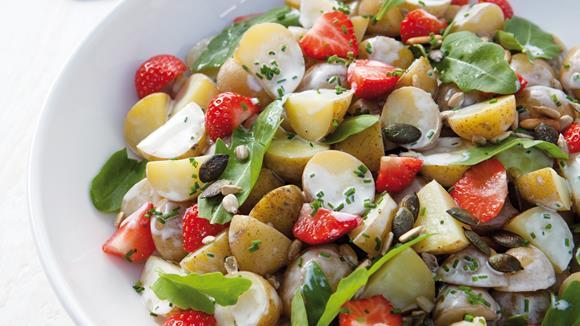 Kartoffelsalat herzhaft mit Erdbeeren