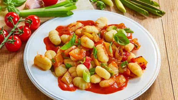 Tomatige Gnocchi-Gemüsepfanne