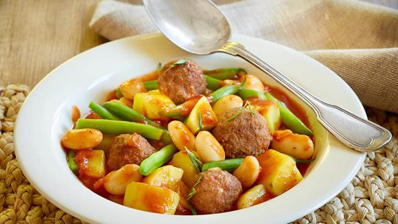 Bohnen-Kartoffel-Topf mit Lammbällchen