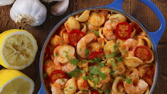 one pot pasta mit shrimps rezept knorr. Black Bedroom Furniture Sets. Home Design Ideas