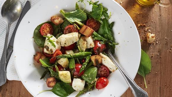 Mediterraner Salat mit Büffel-Mozzarella