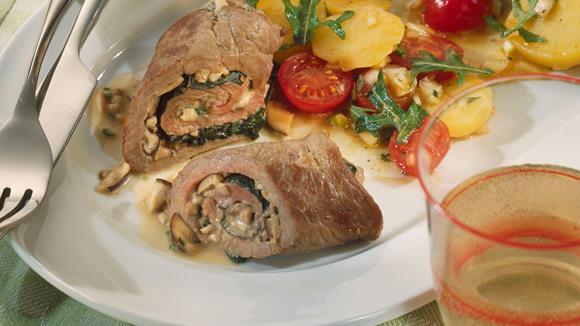 Pilzröllchen mit Rucola-Kartoffelsalat