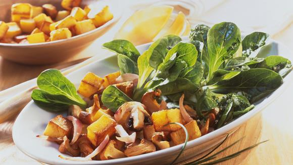 Feldsalat mit Bratkartoffeln und Pilzen Rezept