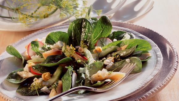 Feldsalat mit geräuchertem Forellenfilet Rezept