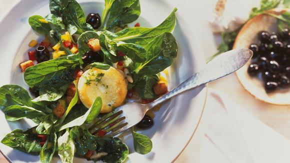 Feldsalat mit gebackenem Ziegenfrischkäse Rezept