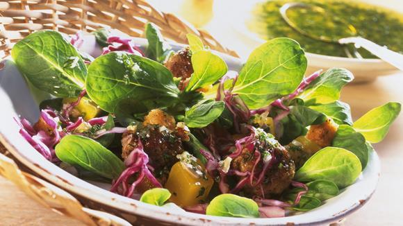 Feldsalat mit Rotkohl und Kürbis