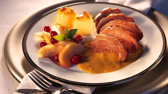Entenbrust mit Äpfeln und Zwiebel Rahm Sauce