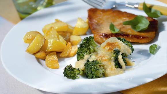 Putenschnitzel mit Broccoli-Gratin Rezept