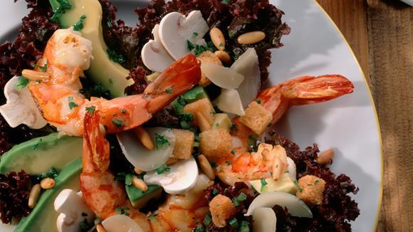 Blattsalat mit Avocado und Riesengarnelen Rezept