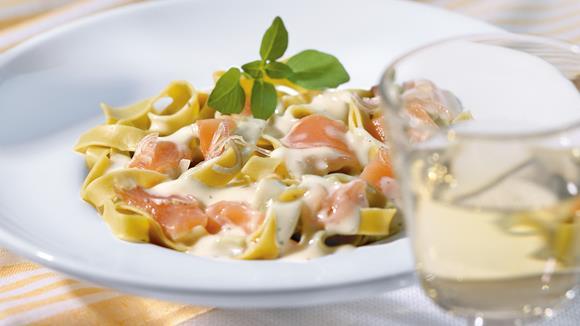 Pasta mit Lachs-Sauce
