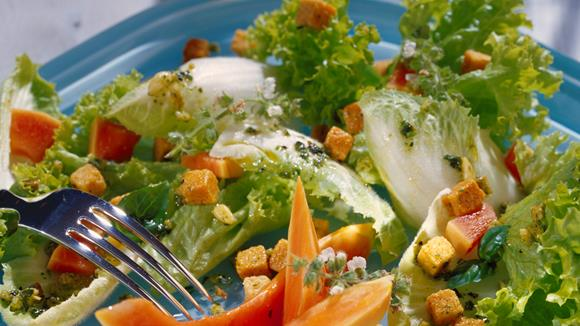 Fruchtiger Salat mit Papaya