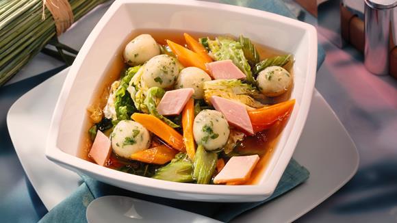 Gemüsesuppe mit Knödeln