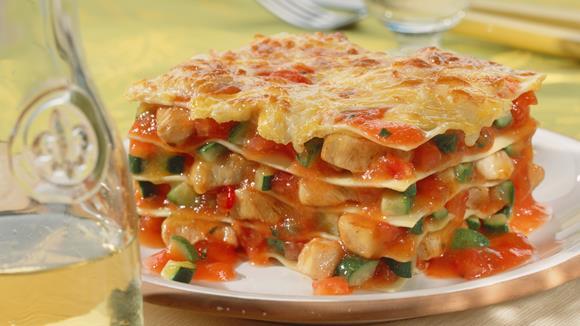 h hnchen zucchini lasagne rezept knorr. Black Bedroom Furniture Sets. Home Design Ideas