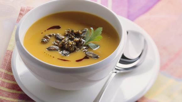 Kürbissuppe mit Kürbiskern-Pesto