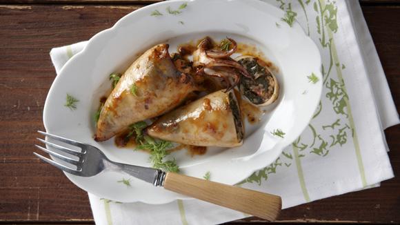 Καλαμάρια γεμιστά με σπανάκι και ρύζι