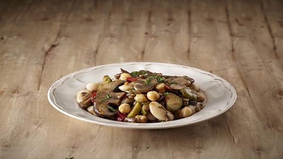 Μπριάμ λαχανικών με μανιτάρια και όσπρια