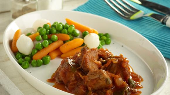 Κοκκινιστό μοσχαράκι με λαχανικά