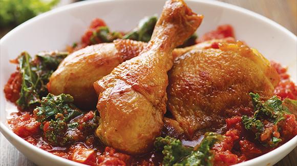 Κοτόπουλο μπρεζέ με κατσαρό λάχανο