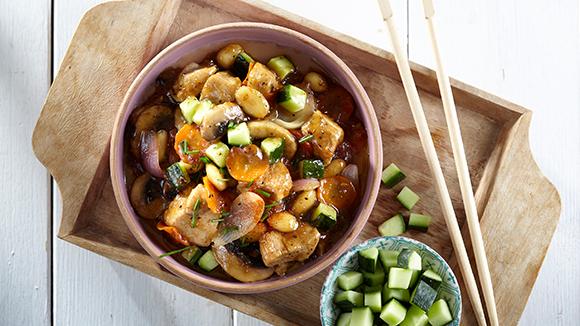 Κοτόπουλο με αμύγδαλα και λαχανικά