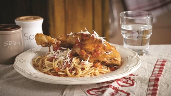 Κοτόπουλο κοκκινιστό με μακαρόνια