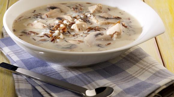 Κοτόσουπα αυγολέμονο με άγριο ρύζι και μανιτάρια