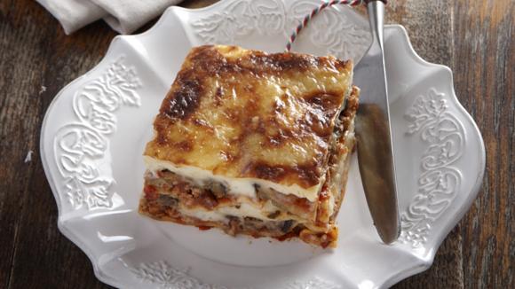 Λαζάνια στον φούρνο με κιμά και μελιτζάνες