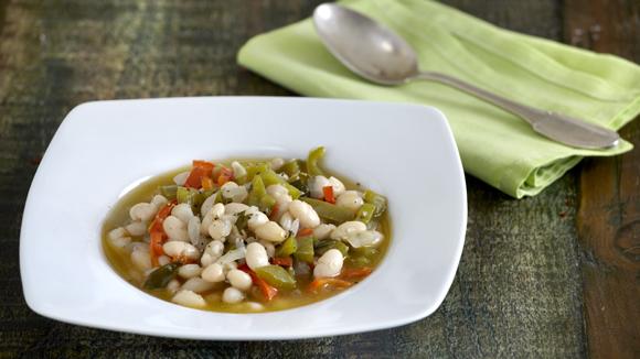 Λευκή φασολάδα σούπα με πιπεριές